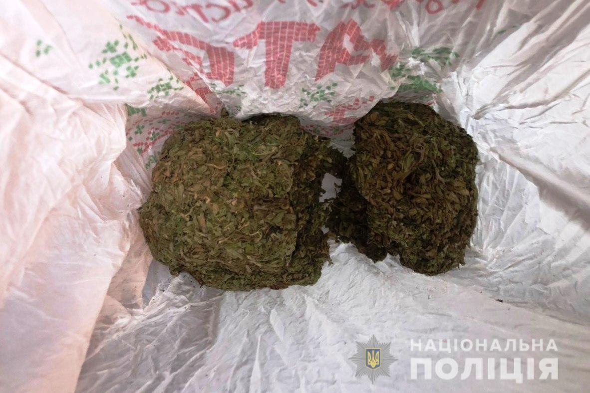У Вінниці затримали молодика, який залишав по місту закладки з наркотиками (Фото)