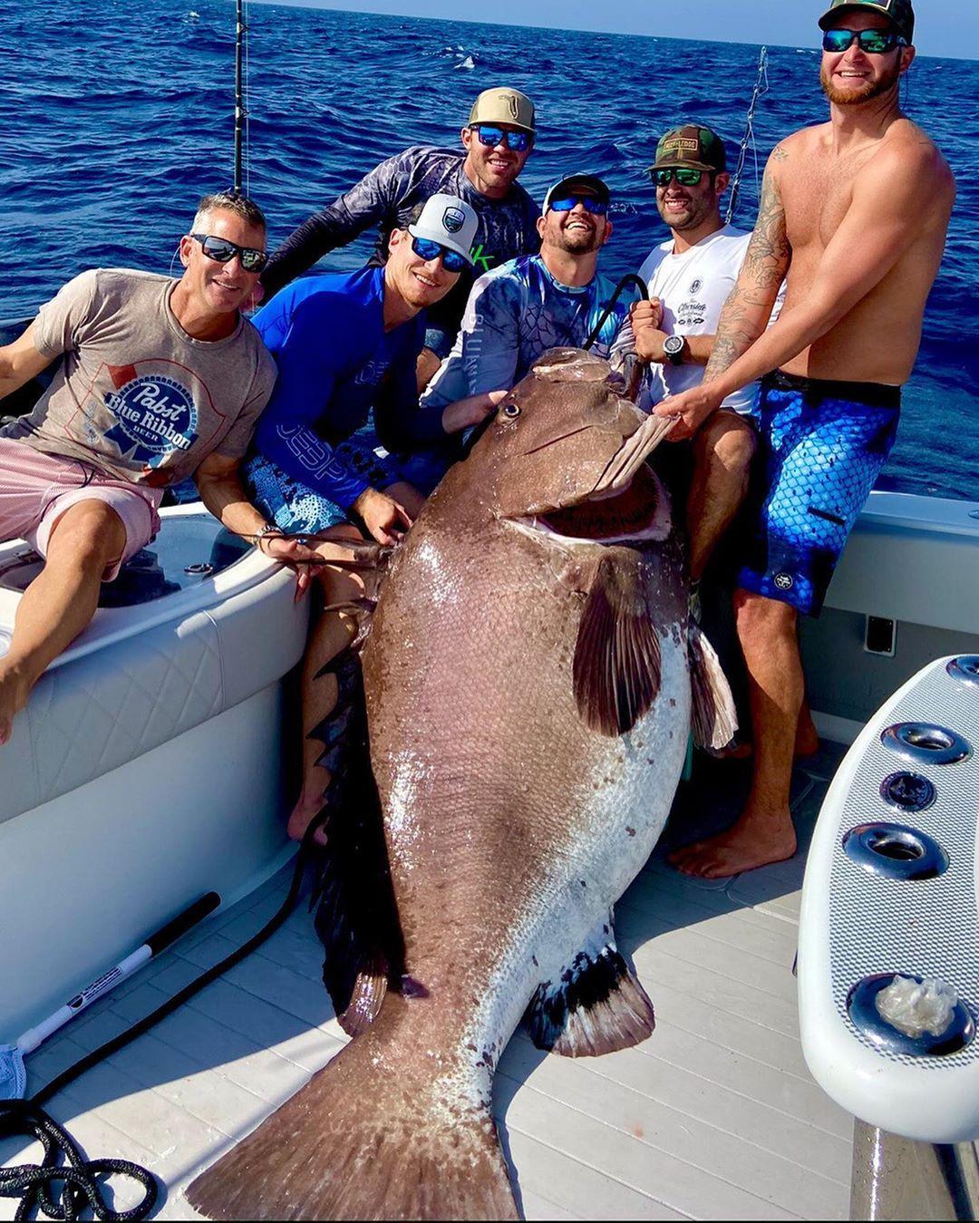 В США рыбак поймал на удочку рыбу весом 160 кг (Фото)