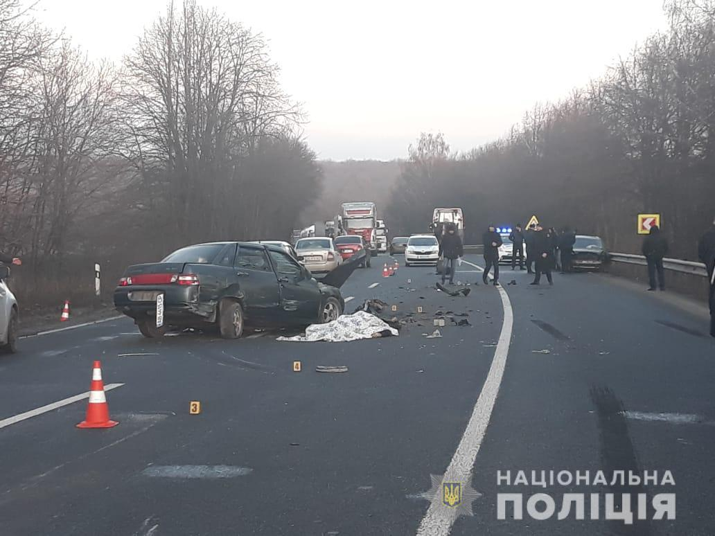 Смертельна ДТП біля Озера: у Немирівському районі зіштовхнулися три авто (Фото)