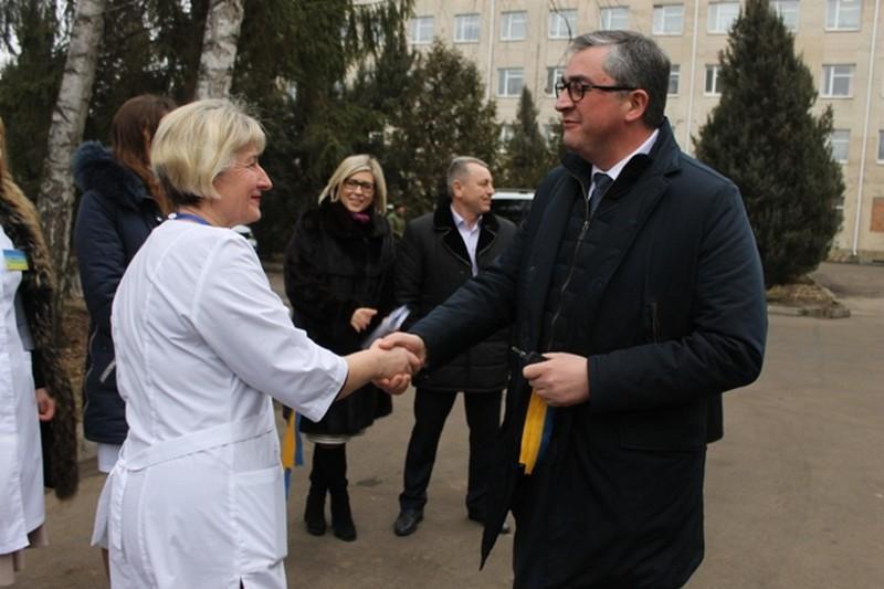 У Могилів-Подільському сімейні лікарі отримали два нових службових авто (Фото)