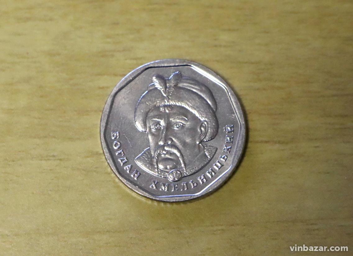 До Вінниці дісталися нові п'ятигривневі монети (Фото)