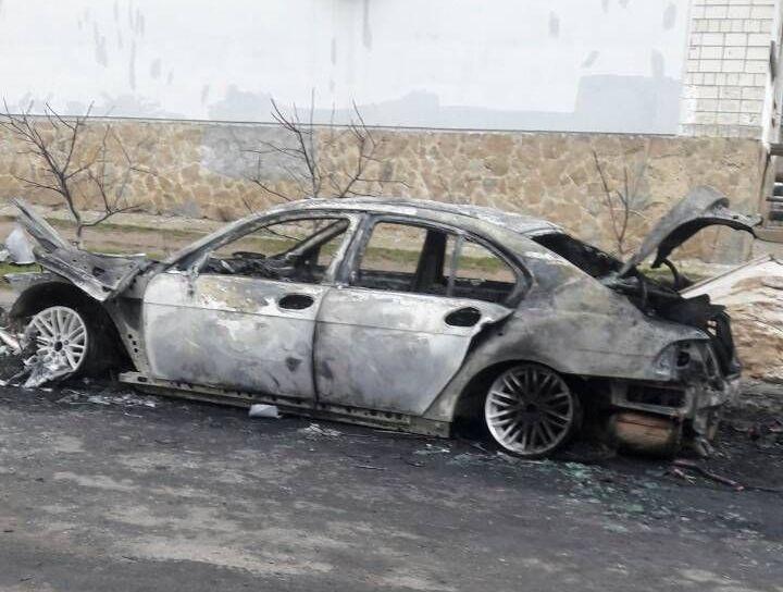 На вулиці Бевза серед ночі згоріло BMW 725 (Фото)
