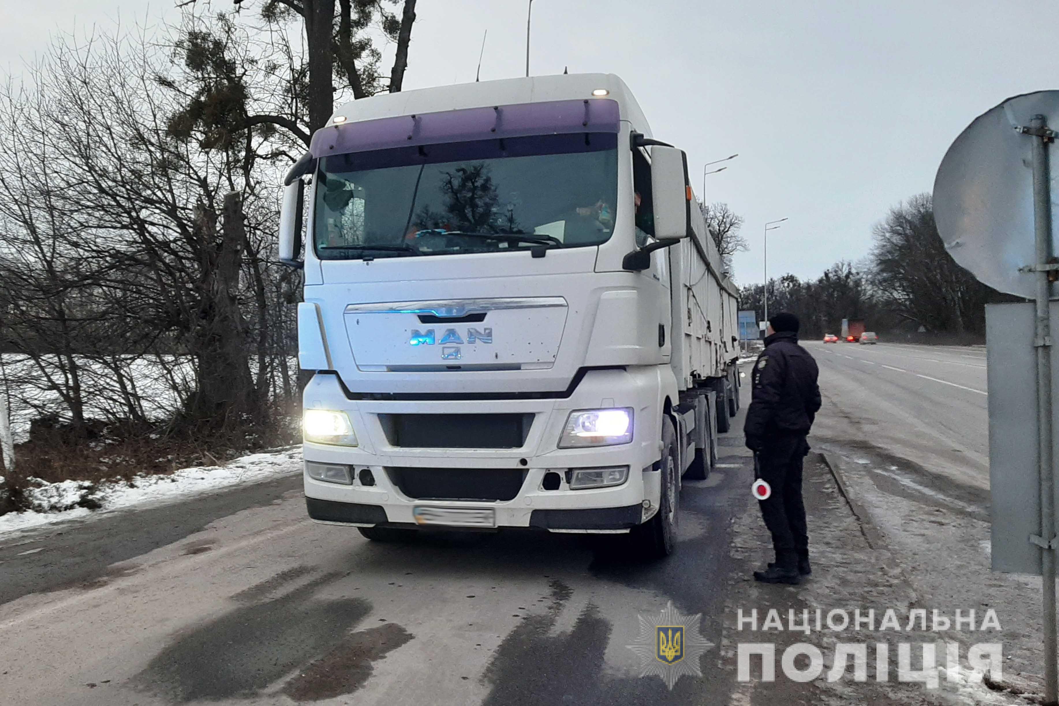 На трасах Вінниччині почали перевіряти вантажівки за допомогою мобільних вагових комплексів (Фото)