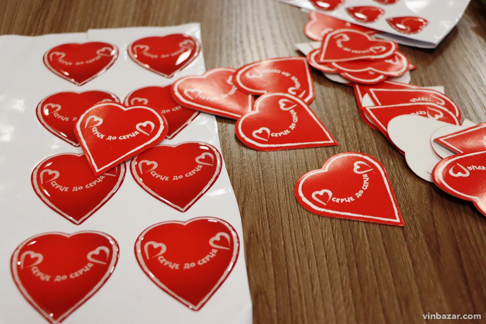 """Вінницькій обласній дитячій лікарні передали медичне обладнання, закуплене під час благодійної акції """"Серце до серця"""" (Фото)"""