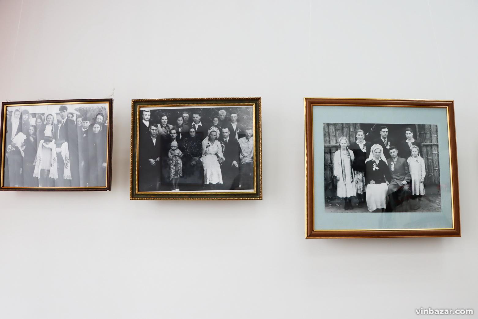 Замість фати: у Вінниці представили колекцію автентичних весільних віночків (Фото)