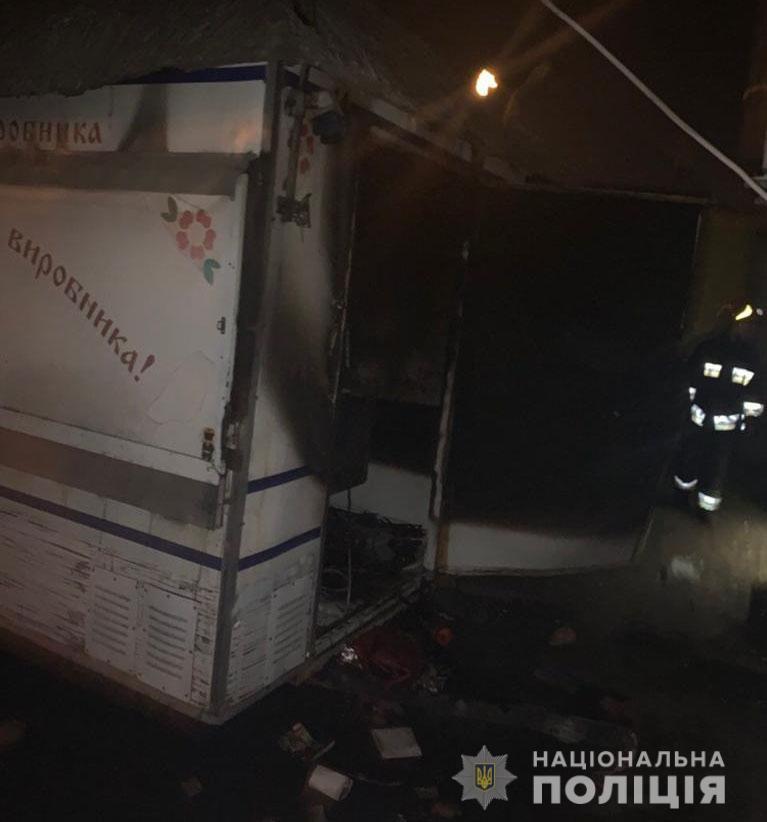 У Вінниці чоловік обікрав кіоск з ковбасами, а потім ще й випадково підпалив (Фото+Відео)