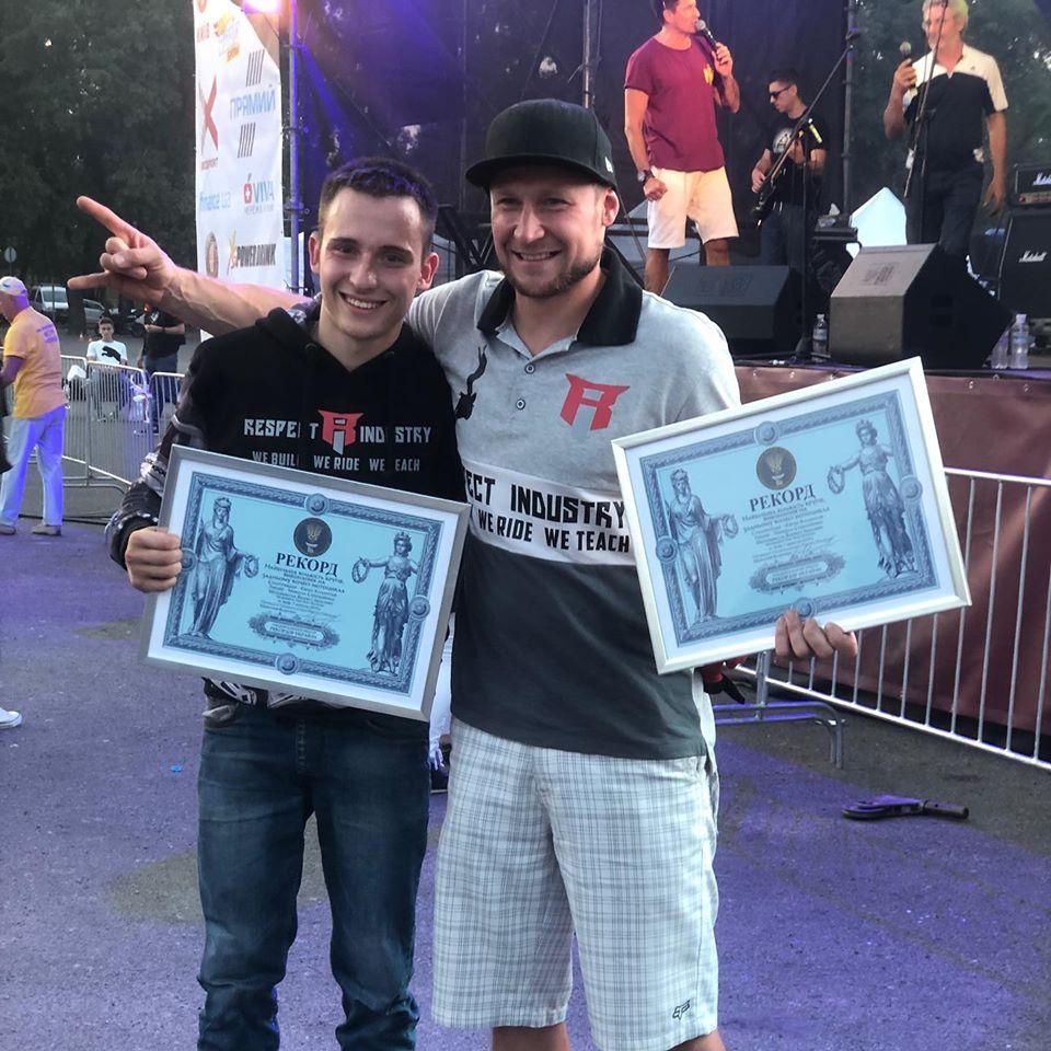 фото победителя с сертификатом