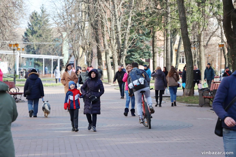 Вінниця на карантині: весна, маски та жінки з візочками (Фото)