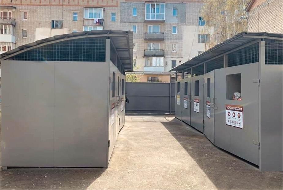 У Вінниці звичайні майданчики для сміття замінять на конструкції закритого типу (Фото)