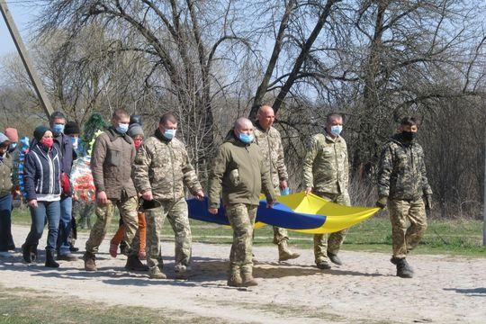 У Погребищенському районі поховали загиблого на Донбасі бійця (Фото)