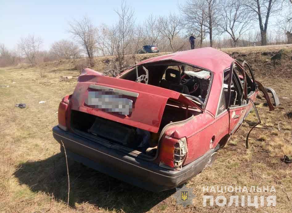 У Крижопільському районі з дороги злетів Opel Omega. Одна людина згинула (Фото)