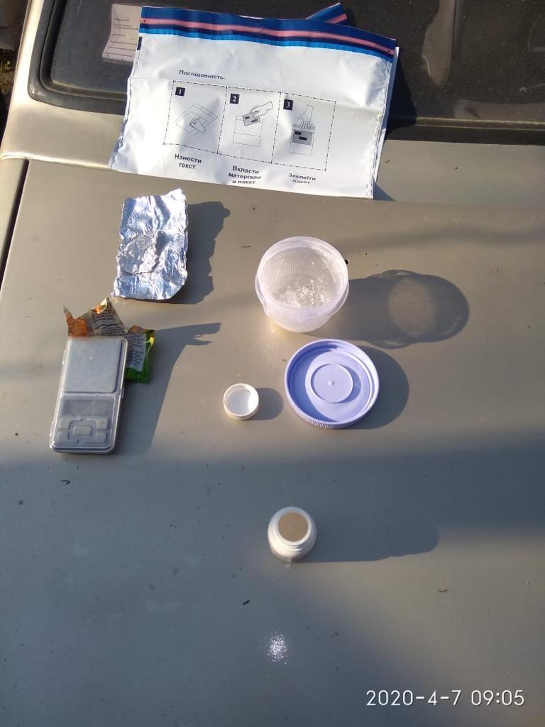 На Вінниччині службовий пес знайшов схованку з наркотиками (Фото)