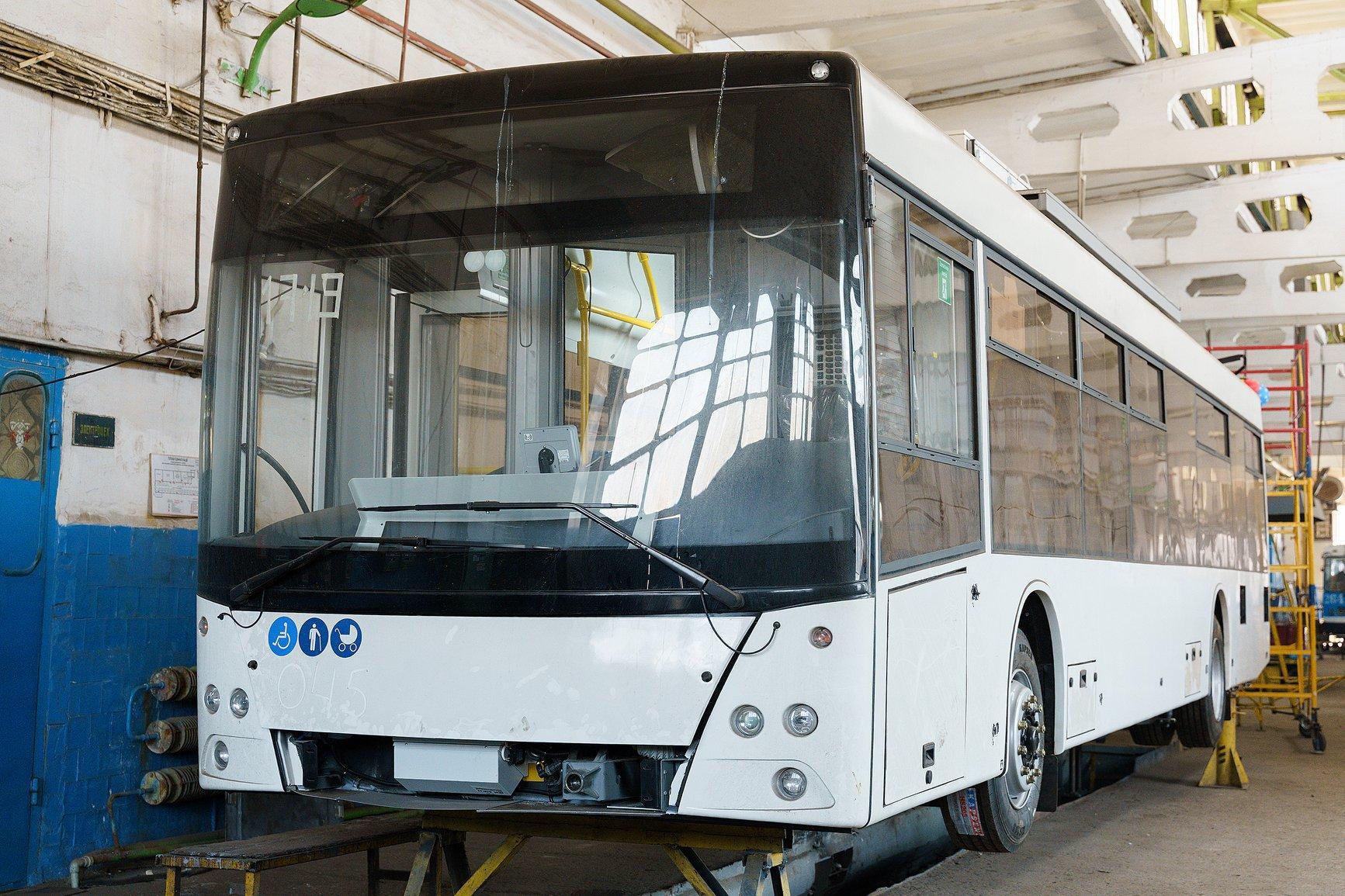 """У Вінниці завершують виготовляти 2 тролейбуси """"VinLine"""" (Фото)"""