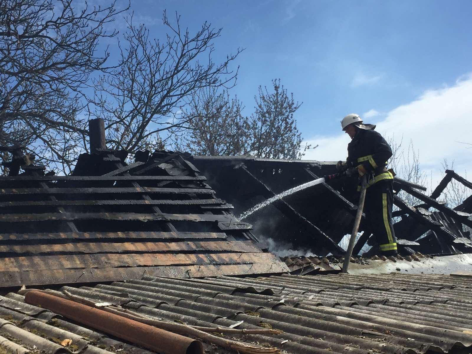 У Немирові горіла господарча будівля (Фото+Відео)