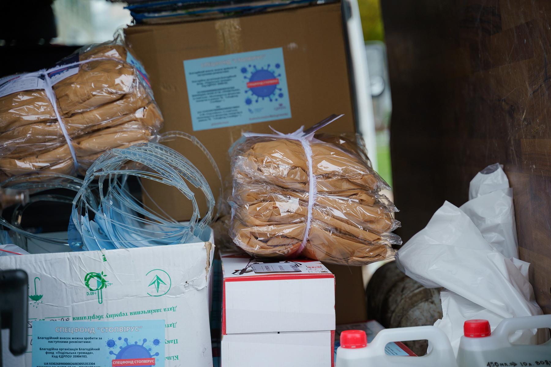 У районні лікарні Вінниччини передали засоби захисту для медиків (Фото)