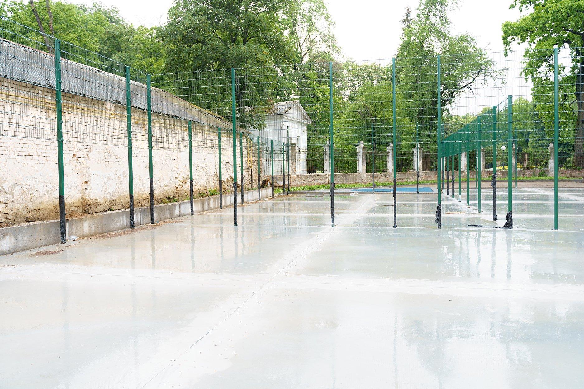 До нового навчального року біля гімназії №2 відкриють спорткомплекс (Фото)