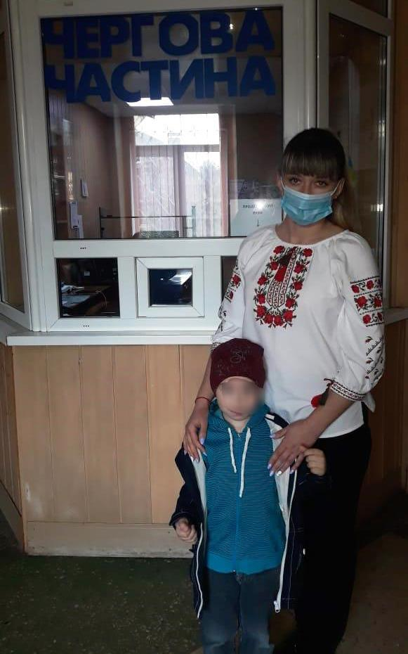"""У Вінниці знайшли 4-річного хлопчика, який """"мандрував"""" містом (Фото)"""
