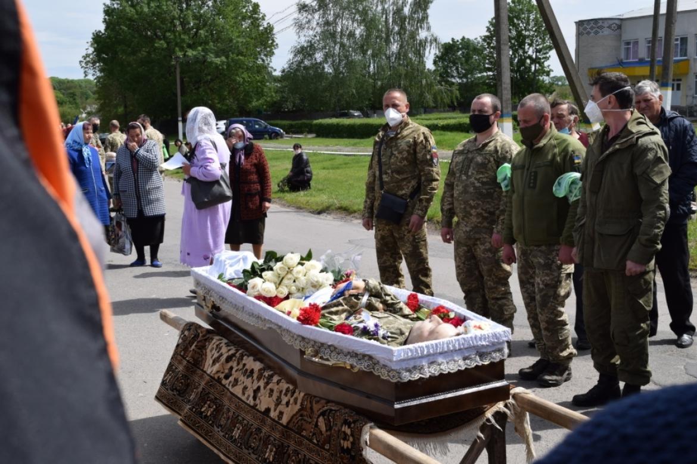 У Тростянецькому районі поховали бійця, який загинув від кулі снайпера на Донбасі (Фото)