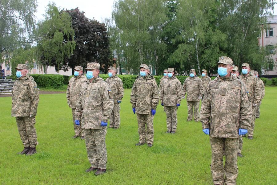 У Гайсині урочисто зустріли бійців 59 бригади, які повернулися з Донбасу (Фото)