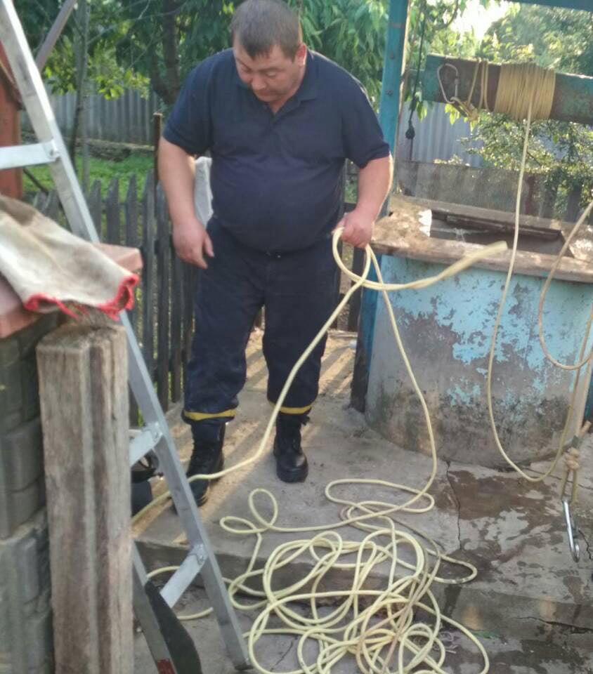 У Шаргородському районі врятували чоловіка, який впав у криницю (Фото)