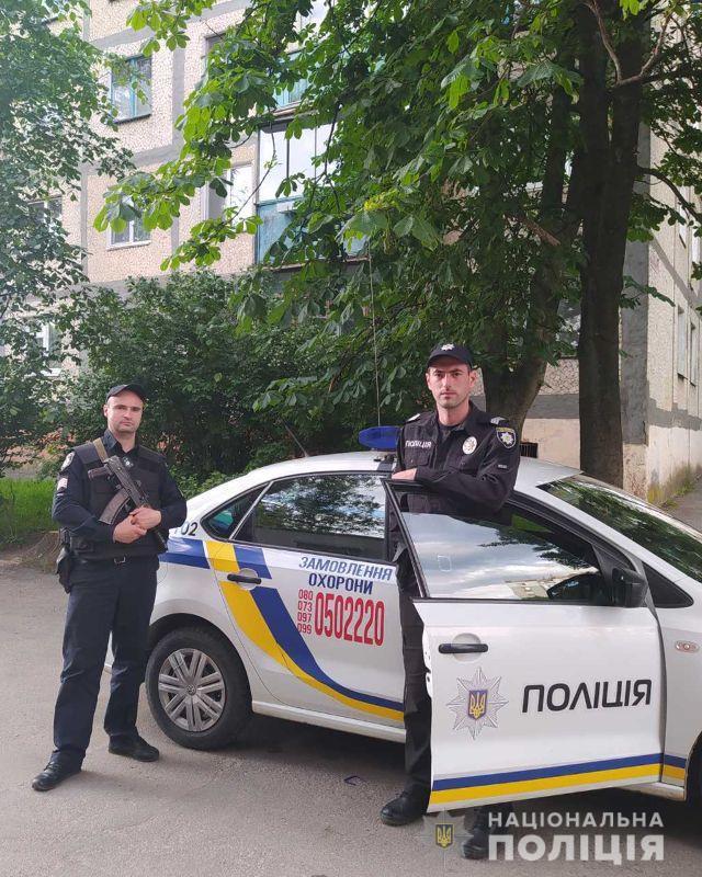 У Вінниці двоє чоловіків напали на водія тролейбусу, а потім ножем пробили колесо (Фото)