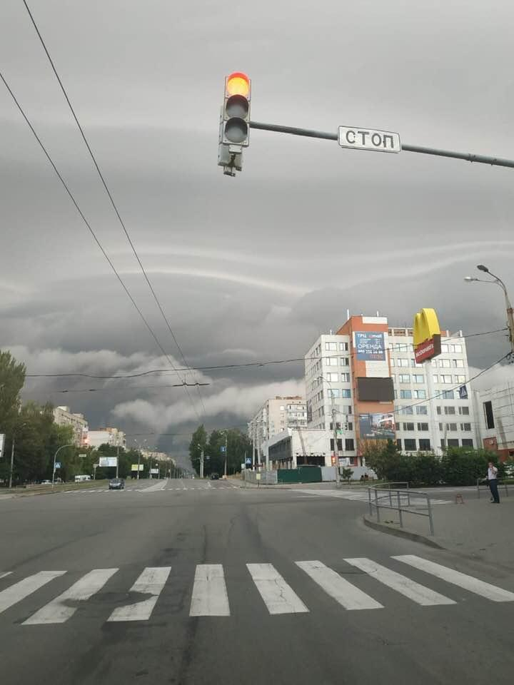 Користувачі діляться знімками ранкової грози у Вінниці (Фото)
