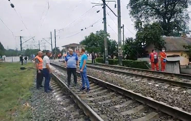 На переїзді у Луці-Мелешківській авто потрапило під потяг. Водій загинув (Фото)