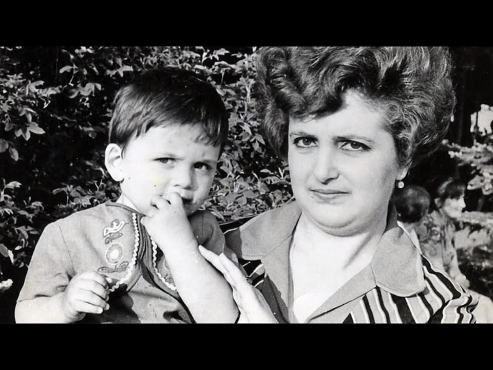 Володимир Гройсман поділився зворушливою світлиною з матір'ю (Фото)