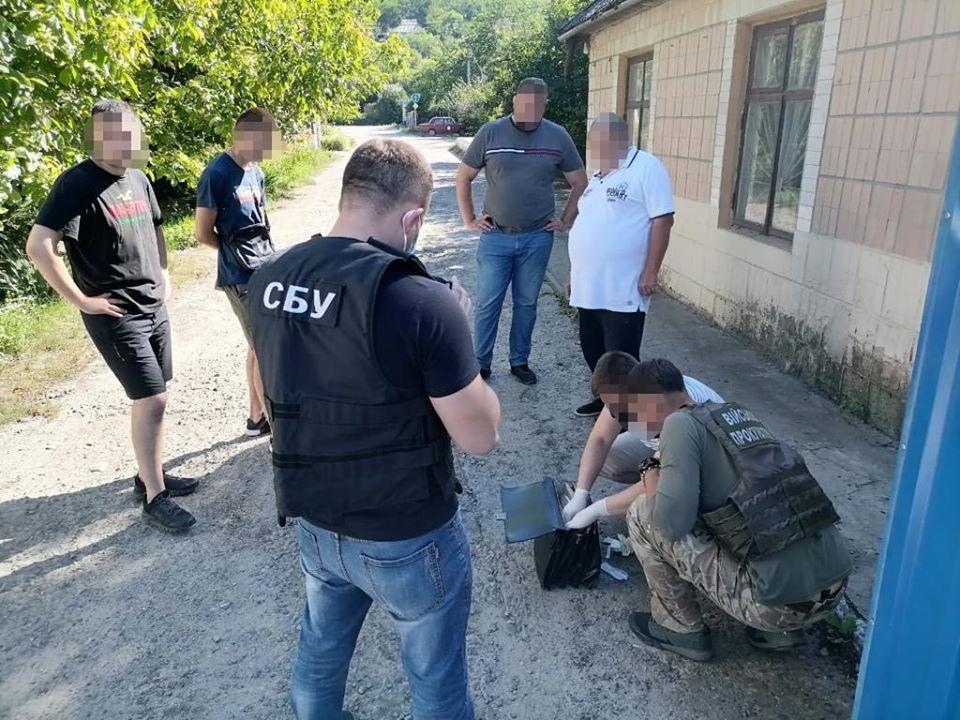 У Могилеві-Подільському затримали на хабарі керівника однієї з автошкіл (Фото)