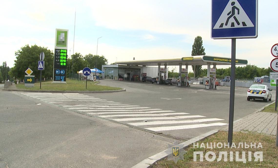 На Вінниччині затримали чоловіків, які пограбували заправку. У них знайшли зброю та наркотики (Фото)