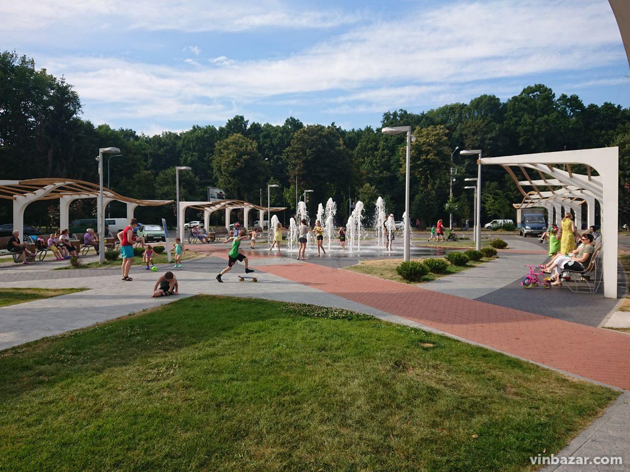 У Вінниці з 1 серпня увімкнуть всі фонтани. На Космонавтів водограй вже запрацював (Фото)