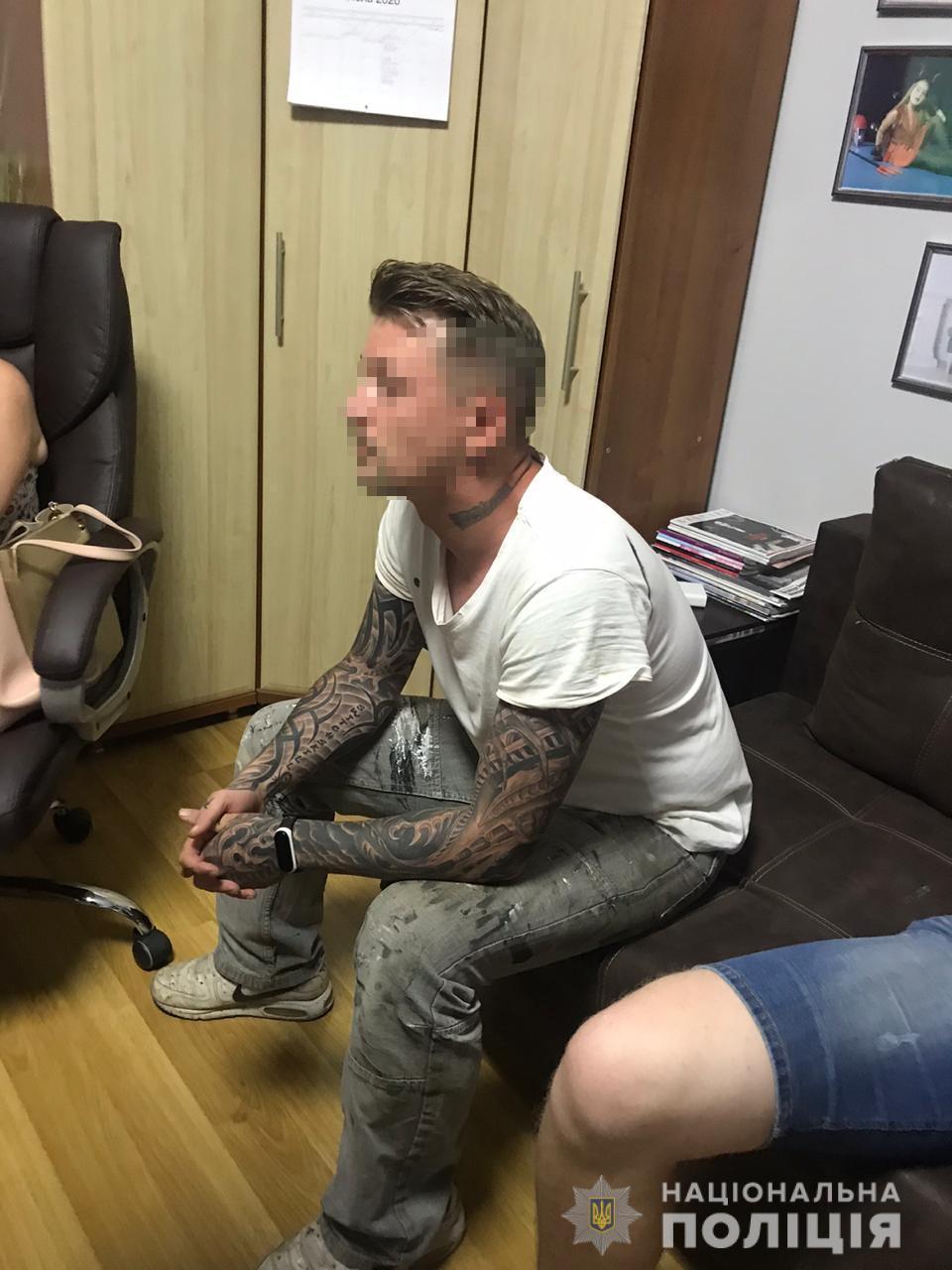 У Вінниці затримали австрійця, який разом з дружиною облаштував дитячу порностудію (Фото)