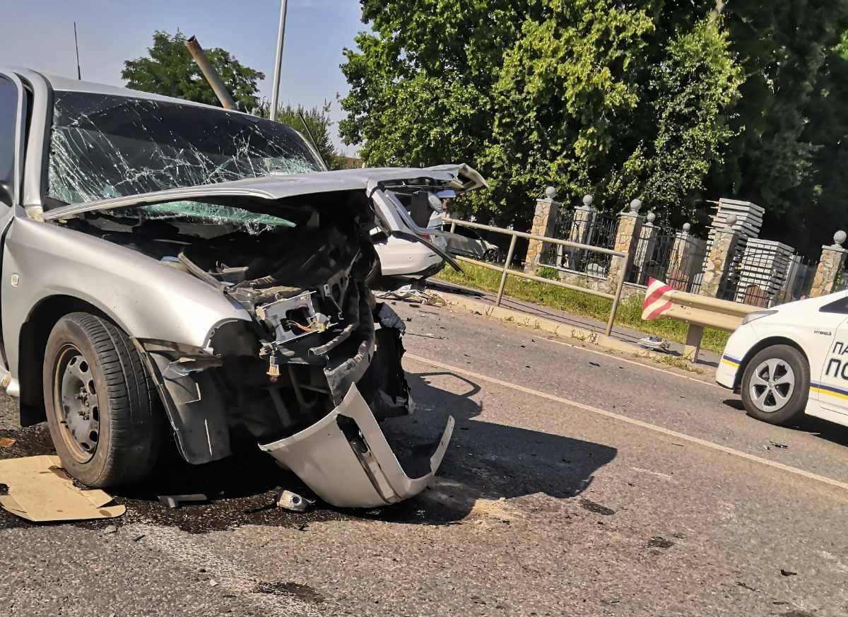 У Вінниці зіштовхнулисяMercedes та Skoda. Є постраждалі (Фото)
