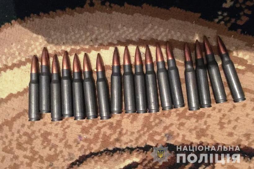 Карабін, рушниці та револьвер: у Хмільницькому районі чоловік зберігав незареєстровану зброю (Фото)