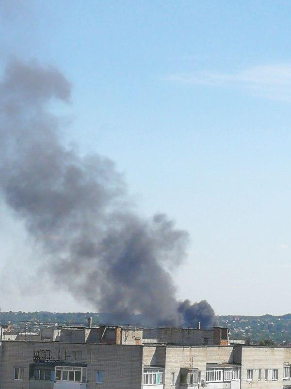 У Вінниці горять склади з макулатурою (Фото+Відео)