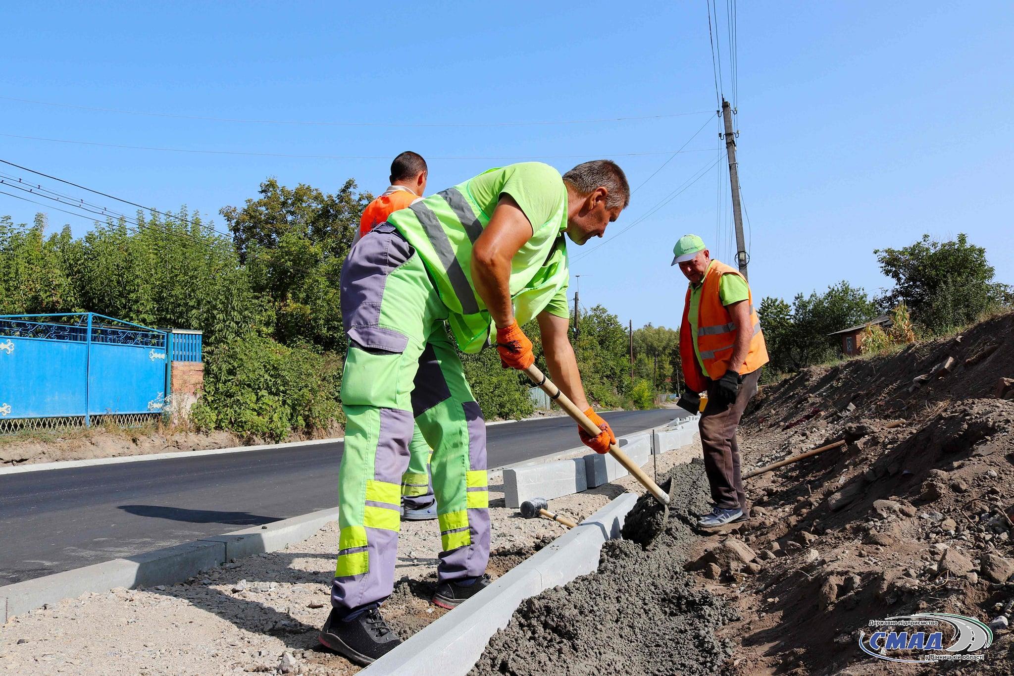 Тривають роботи з ремонту частини траси Браїлів-Гнівань (Фото)