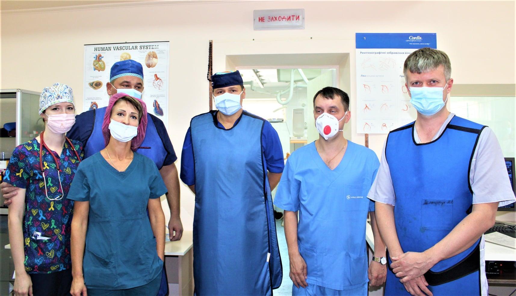 У Вінниці провели надскладну операцію з відновлення судини. Пацієнту вживили ендопротез (Фото)