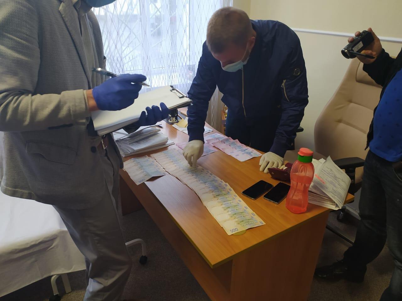 У Вінницькій області медиків експертної комісії спіймали на хабарі. За гроші призначали групу інвалідності (Фото)