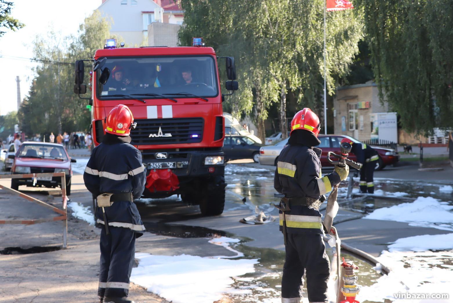 На Хмельницькому шосе загорівся легковик (Фото)