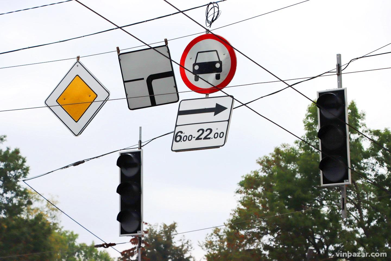 На площі Гагаріна оновили розмітку. Світлофори запрацюють на початку жовтня (Фото)