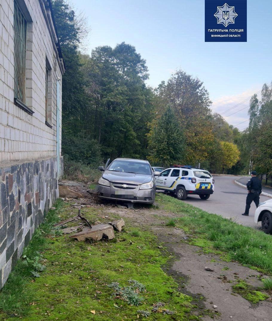 На Ботанічній нетверезий водій в'їхав у будинок (Фото)