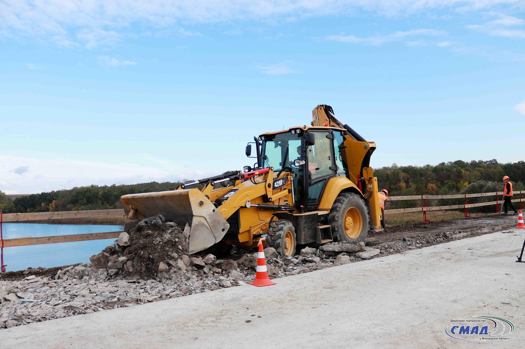 У Немирівському районі тривають роботи з ремонту мосту через Південний Буг (Фото)