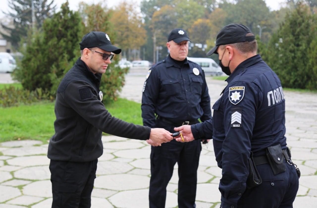 У Вінниці поліції охорони передали 7 нових авто (Фото)