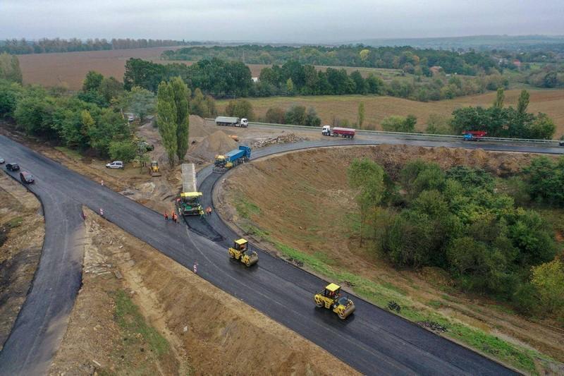 У Жмеринському районі триває ремонт транспортної розв'язки (Фото)