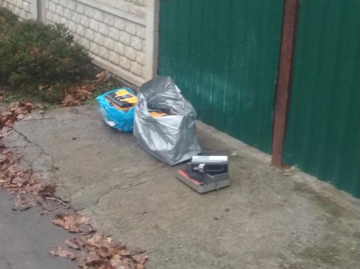 У Бершаді затримали чоловіка, який викрадав з автомобілів акумулятори та магнітоли (Фото)