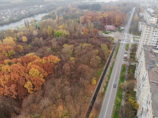 Поблизу парку Дружби народів розширили тротуар (Фото)