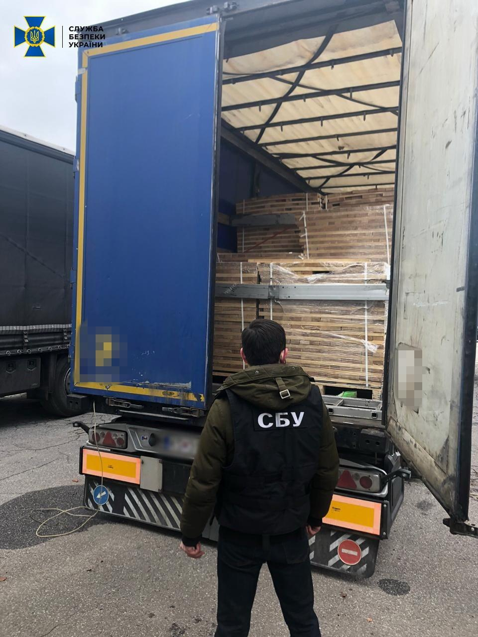На Вінниччині виявили схему контрабанди лісоматеріалів до Європи (Фото)