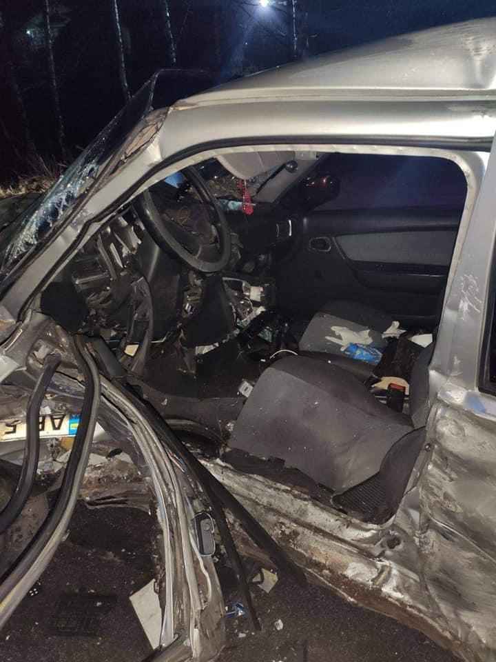 У Вінницьких Хуторах Land Rover зіштовхнувся з таксі. 28-річний водій у реанімації (Фото)