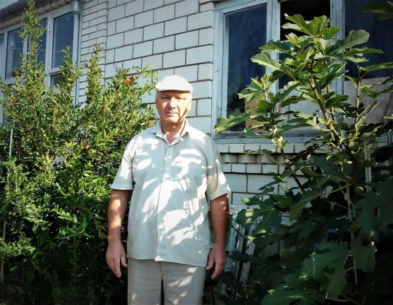 У Ямпільському районі чоловік вирощує екзотичні гранати та інжир (Фото)