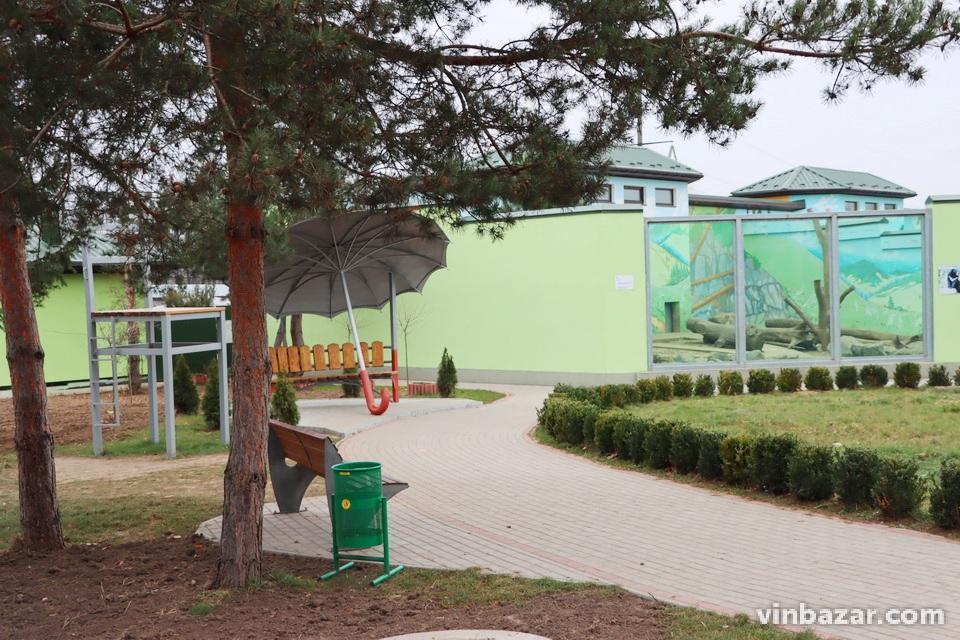 У Вінницький зоопарк привезли роботів-динозаврів (Фото)